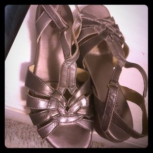 Naturalized sandals in pewter size 9M ( 39 EU)